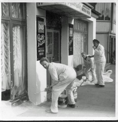 Historische Bilder: Maler beim Anstrich