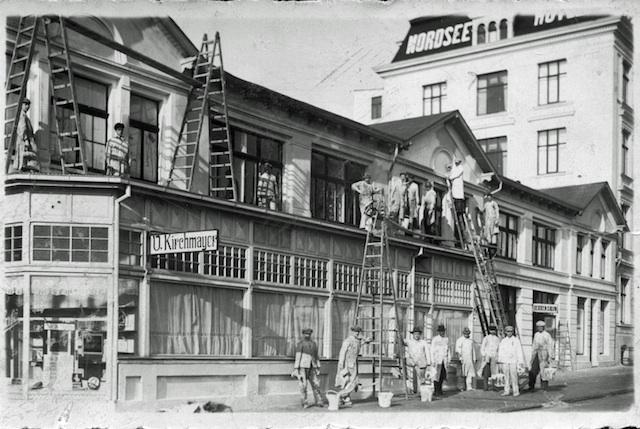 Historische Bilder: Gerüstbau vor Borkumer Hotel