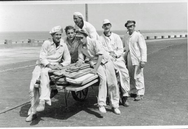 Historische Bilder: Leiterwagen auf der Promenade