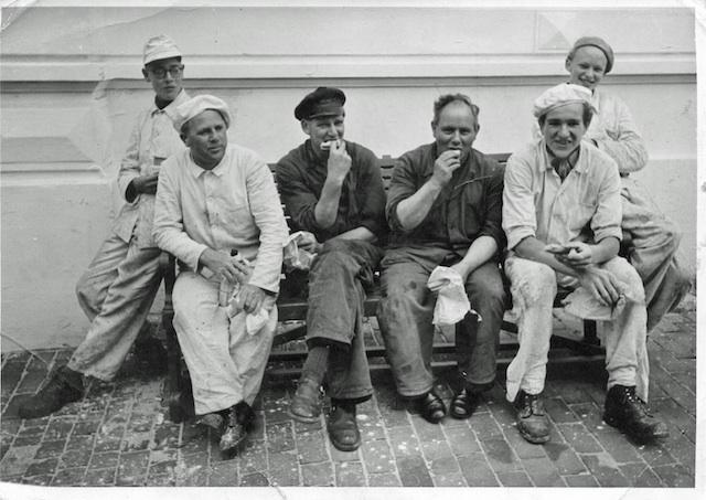Historische Bilder: Handwerker bei der Pause